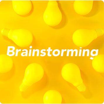 título brainstorming com lampadas