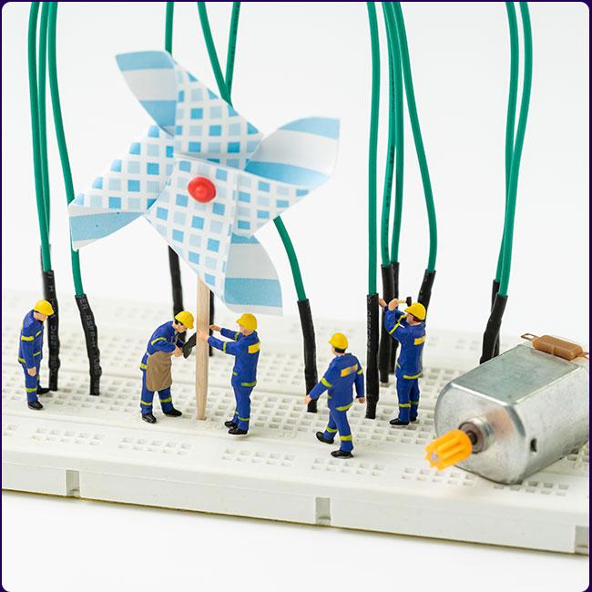 bonecos trabalhando cata-vento